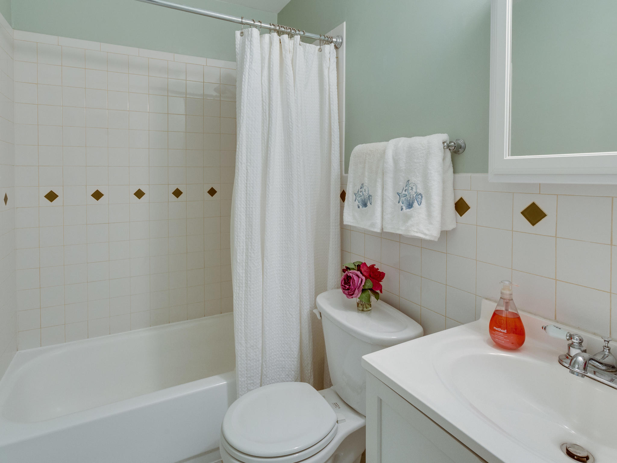 3983 Bradwater St Fairfax VA-MLS_Size-024-16-Upper Level Bathroom-2048x1536-72dpi