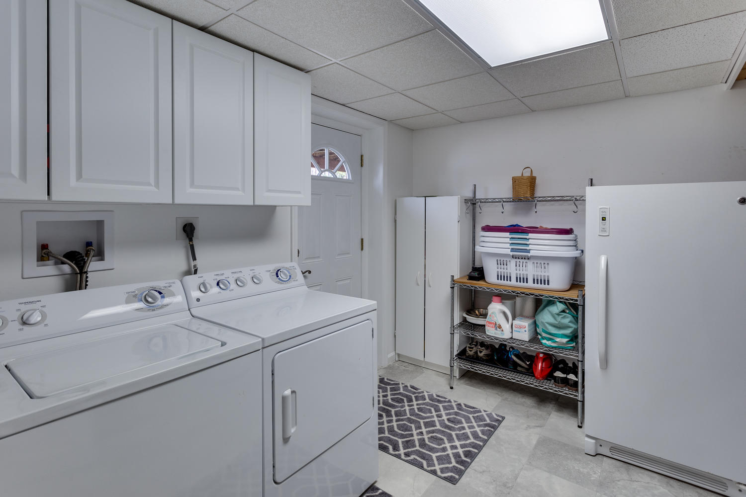 9312 Santayana Dr Fairfax VA-large-046-40-Laundry Room-1500x1000-72dpi